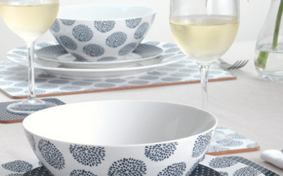 Biała i kolorowa porcelana Maxwell and Williams