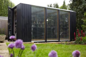 Biblioteka w ogrodzie