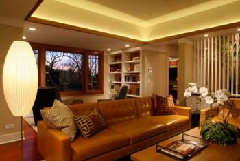 Brązowa, skórzana sofa doda elegancji każdemu salonowi