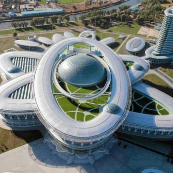 Budynek w kształcie atomu