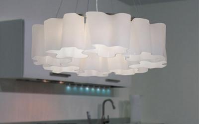 Delikatna i nowoczesna lampa wisząca Chmurki