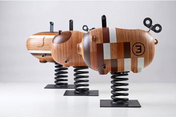 Drewniane zwierzęta na sprężynach