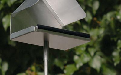 Karmnik dla ptaków w kształcie chatki Blomus Nido  1