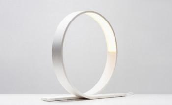 Lampy biurkowe - funkcjonalne, ale i designerskie pomysły
