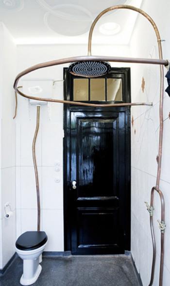 łazienka z miedzianymi rurami9