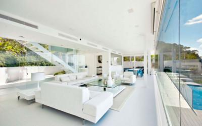 Minimalistyczny dom na klifie