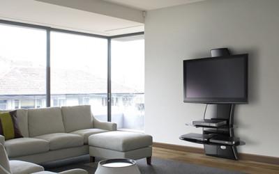 Na czym ustawić telewizor w salonie?