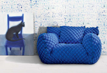 Puchowa, pikowana sofa