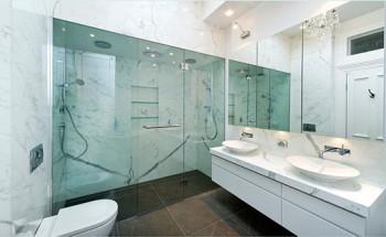 Wyrafinowane wzory łazienkowe z użyciem marmuru