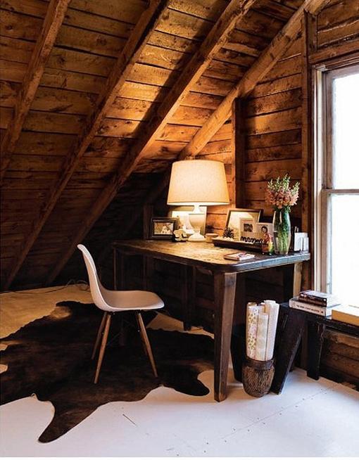 10 pomysłów na domowe biuro na strychu