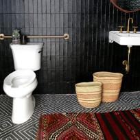 Ciemna łazienka? Dlaczego nie