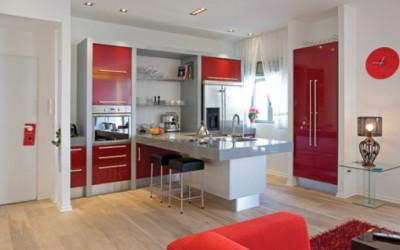 Apartament w bieli i czerwieni 9