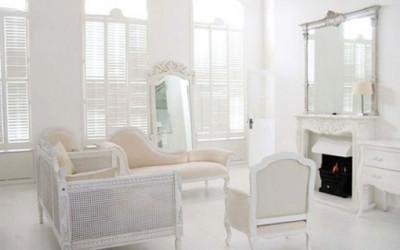 Biały apartament z francuskimi meblami 7