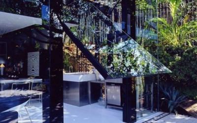 Dom ze szklanym garażem w São  Paulo