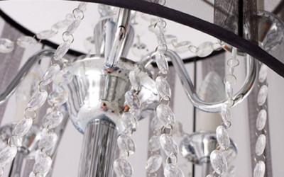Lampa podłogowa z delikatnymi kryształkami