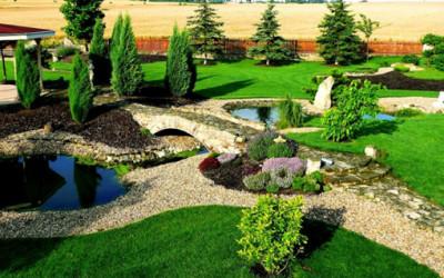 Piękny ogród ozdobą domu