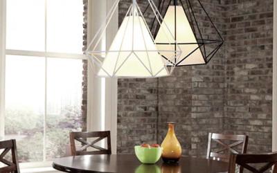 Polskiego producenta lampa w kształcie diamentu