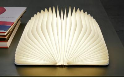 Przenośne oświetlenie w kształcie książki