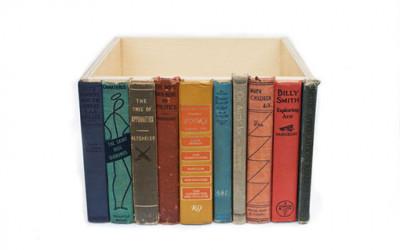 Pudełko z motywem książek