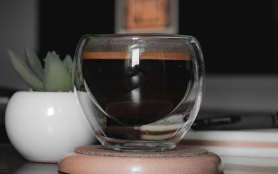 Szklanki termiczne z podwójnymi ściankami