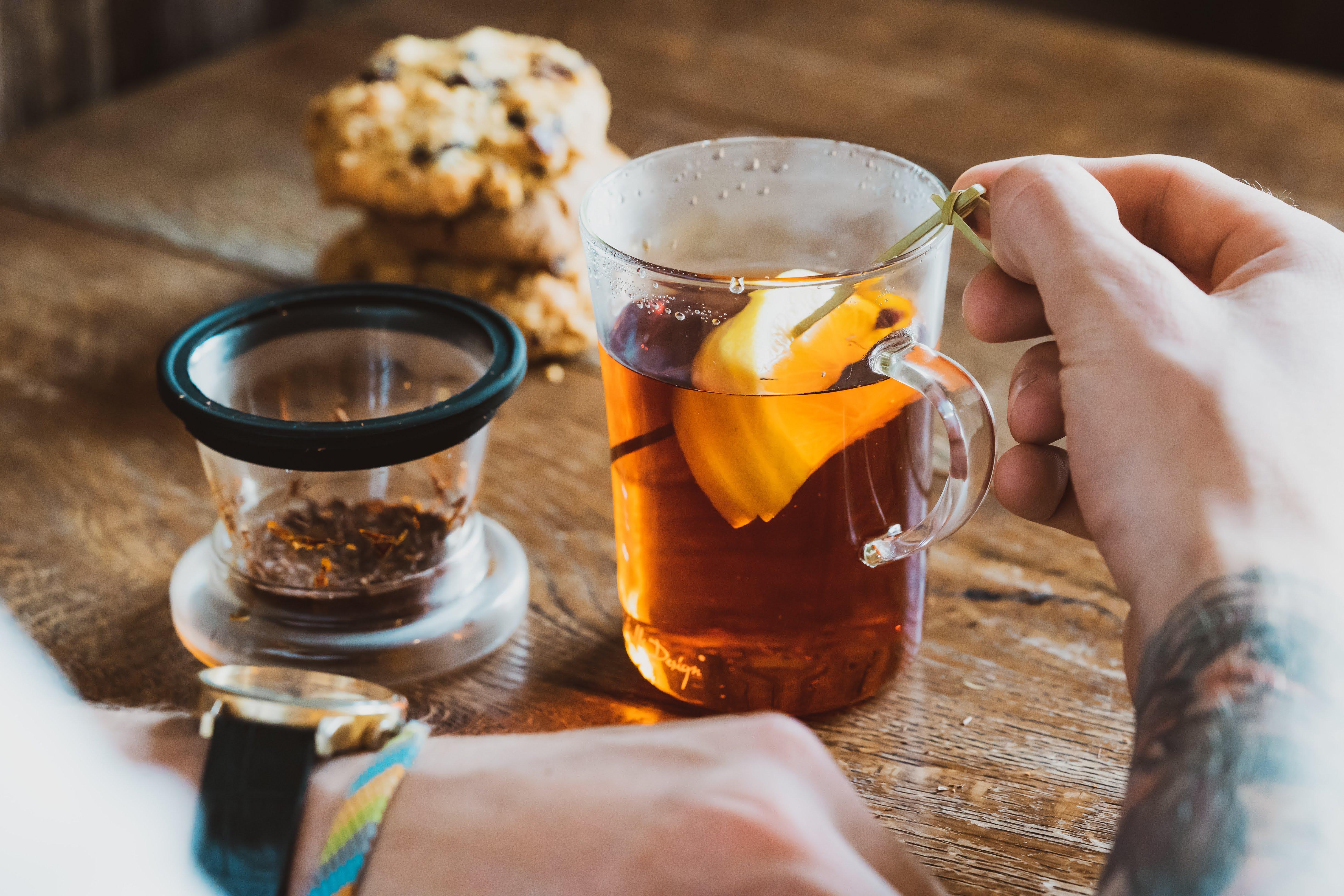 Zaparzacze do herbaty i szklanki do herbaty Vialli Design