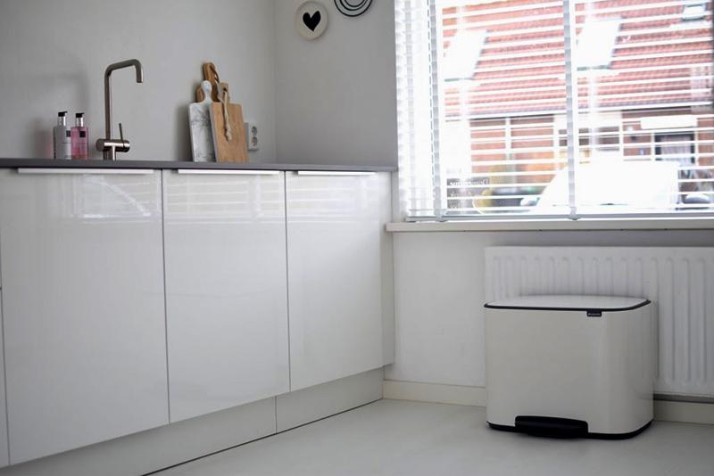 kosz do kuchni na śmieci Brabantia Bo Pedal Bin biały