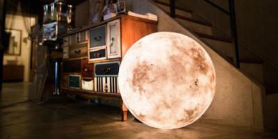 Księżycowa lampa od studia Acorn